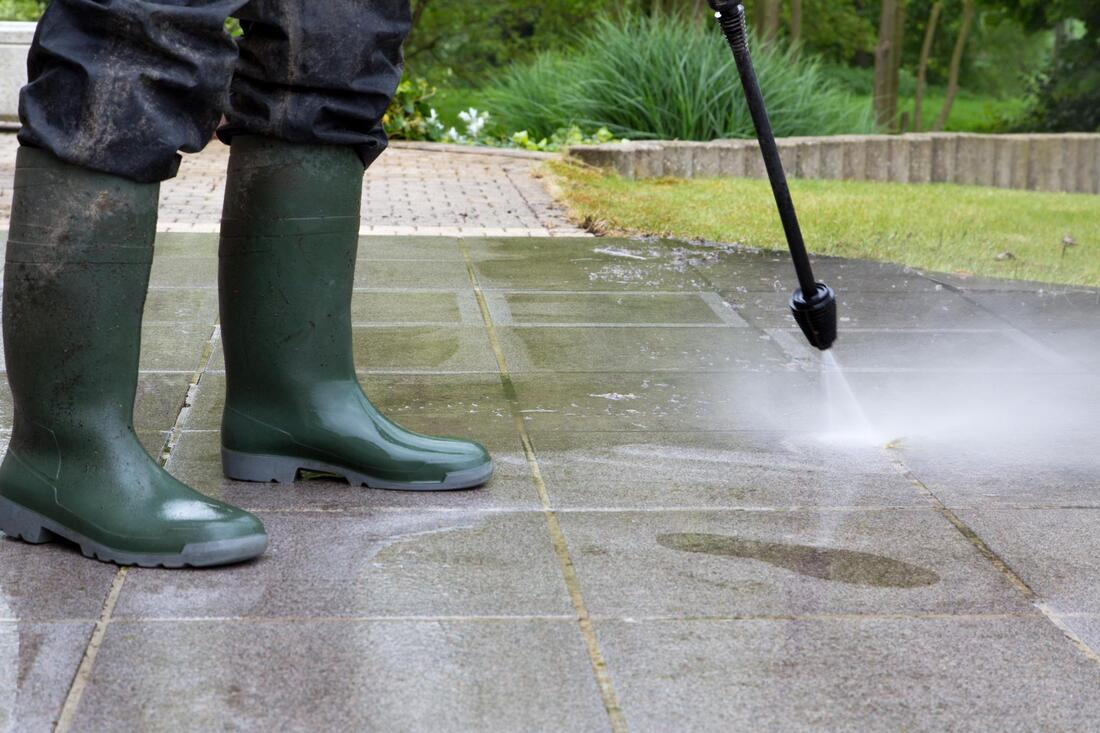 cleaning the driveway using pressure water pump
